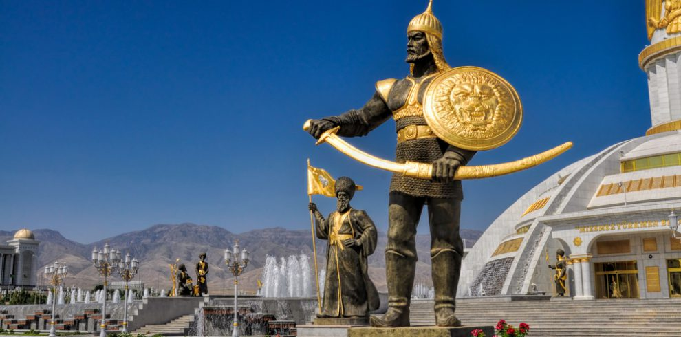 Statues-around-monument-of-independence-in-Ashgabat