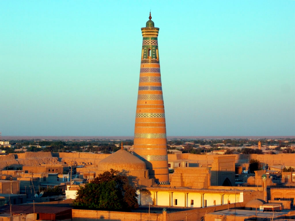 The-Islom-Hoja-Minaret-(1910)